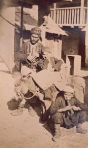 Fotografije nošnji. Hercegovci, seoski glazbenici, i na sl. 55512.