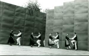 Folklorna grupa iz Rudana izvodi