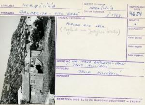 Narodne pripovijetke i predaje otoka Brača, 1969.: Pogled na dio sela - pogled na Jurjevo brdo.