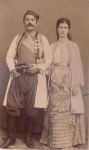Fotografije nošnji. Crnogorci; žena sama na slici 55241.