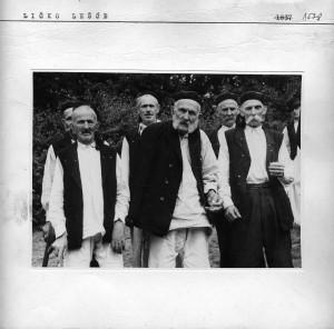 Grupa staraca - pjevača.