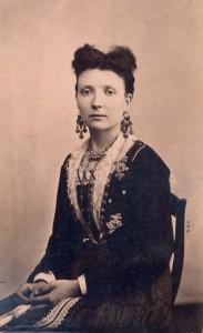 Fotografije nošnji. Dalmatinka građanka; i na sl. 55367.