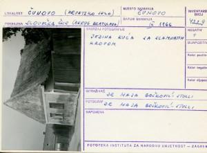 Folklorna građa hrvatskih sela u Slovačkoj; Devinska Nova Ves, 1966.: Jedina kuća sa slamnatim krovom.