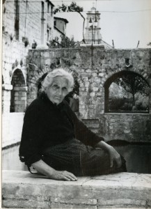 Narodne pripovijetke, predaje i pjesme s otoka Hvara, sv. 1-2, 1965, 1966.: Kazivačica Šima Miloš u Hektorovićevu tvrdlju