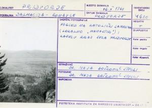 "Folklorna građa iz Konavala 2, 1961.: Pogled na katolički samostan (lokalno ""manastir"") i kapelu kraj sela Pridvorje"