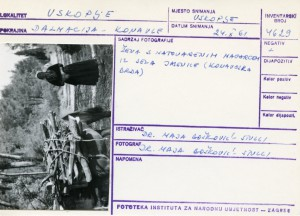 Folklorna građa iz Konavala 2, 1961.: Žena s natovarenim magarcem iz sela Jasenice (Konavoska brda).