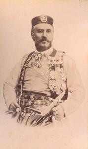 Fotografije nošnji. Crnogorac, kralj Nikola; naredio je da se sva dotadašnja raznolika nošnja spali, jer je sam propisao određeni, unificirani tip odjeće. Taj se tip nošnje pojavljuje na većini fotografija.