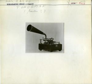 Etnografski muzej: Fonograf arhivski za snimanje i reprodukciju.