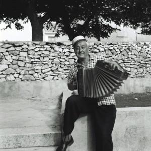Folklorna glazba otoka Brača, 1969.Mateito Šimunović (1905), svirač na harmonici