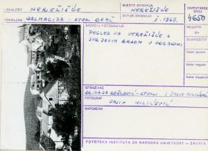Narodne pripovijetke i predaje otoka Brača, 1969.: Pogled na Nerežišće s Jurjevim brdom u pozadini.