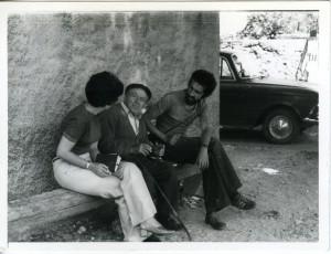 Etnološko istraživanje u Dobrinjštini, otok Krk, svibanj 1979. Studenti etnologije s asistenticom Aleksandrom (Sašom) Muraj.