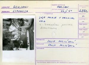 Ljelje u Gorjanima (pjesme i svirka), 1964; Ljelje polaze u obilazak sela. Ivan Ivančan snima kamerom.