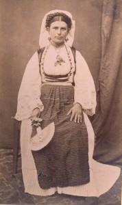 Fotografije nošnji. Seljanka iz Dalmatinske zagore.