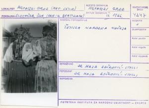 Folklorna građa hrvatskih sela u Slovačkoj; Devinska Nova Ves, 1966.: Ženska narodna nošnja (straga).