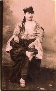 Fotografije nošnji. Muslimanka iz Crne Gore.
