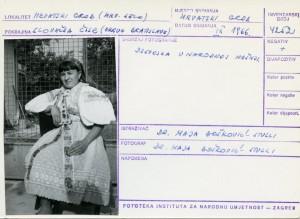 Folklorna građa hrvatskih sela u Slovačkoj; Devinska Nova Ves, 1966.: Djevojka u narodnoj nošnji.