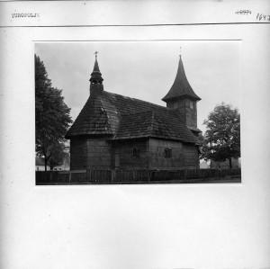Tipična drvena crkvica.