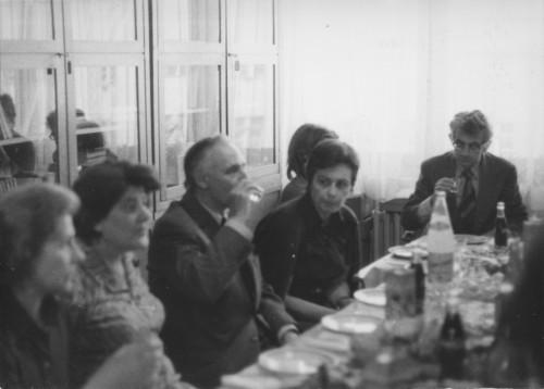 Olinko Delorko odlazi u mirovinu (snimljeno u biblioteci Instituta): Maja Bošković-Stulli, Olinko Delorko, Dunja Rihtman Auguštin, Jerko Bezić