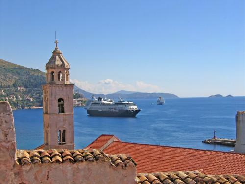 15th International Ethnological Food Research Conference: Mediteranean Food and It's Influence Abroad, Dubrovnik, 27. rujan - 3. listopad 2004.: Pogled na zvonik i brod na moru