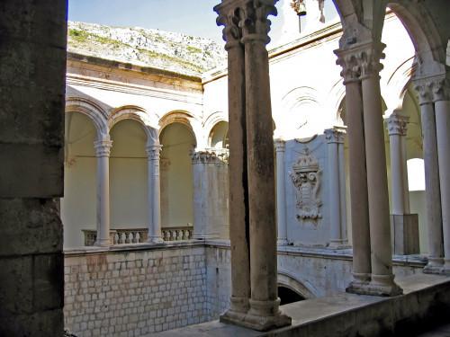 15th International Ethnological Food Research Conference: Mediteranean Food and It's Influence Abroad, Dubrovnik, 27. rujan - 3. listopad 2004.: Unutrašnjost kneževa dvora