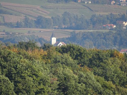 Pogled sa Židovine na jugoistok, na župnu crkvu Blažene Djevice Marije Zajezda, Ivančica-Židovina
