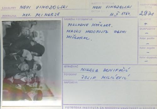 Pokladni običaji u Novom Vinodolskom i Bribiru, 11.2. 1964;  Pokladne maškare. Majku mesopusta glumi muškarac.