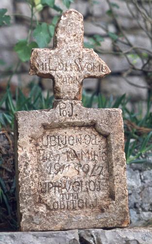 Spomen-obilježja žrtvama prometnih nesreća, 1973-1982: Spomen žrtvi nehotičnog ubojstva iz 1911. godine. Narodna umjetnost 13.