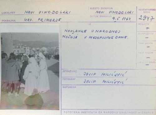Pokladni običaji u Novom Vinodolskom i Bribiru, 9.2. 1964.: Novaljke u narodnoj nošnji u mesopustne dane