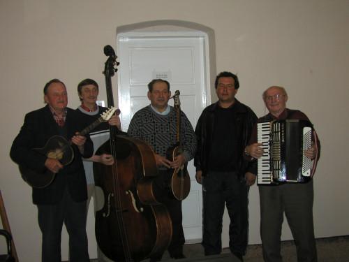 Glazba i ples nacionalnih manjina u Hrvatskoj: Svirači Rusini iz Petrovaca. Petrovci, 14. 3. 2003.