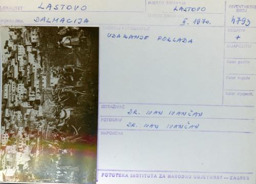 Plesni običaji otoka Lastova, 1970. Udaranje poklada.