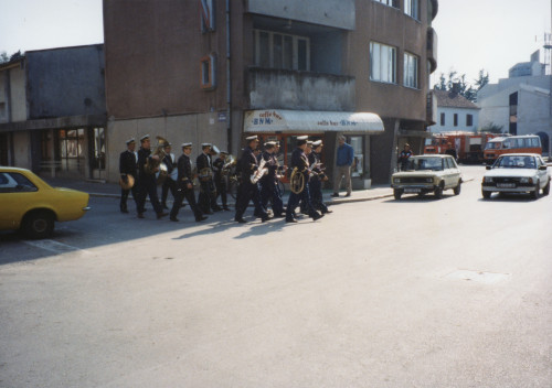 Smotra folklora Dalmacije u Metkoviću 26. travnja 1997. Promenada