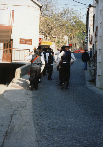Smotra folklora Dalmacije u Metkoviću 26. travnja 1997. Promenada saljske