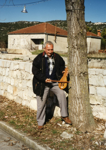 Vinko Lahalo s lijericom.