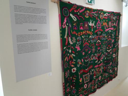 Detalji izložbe, O životinjama i ljudima  autorica Željke Petrović Osmak, Tee Rittig Šiško i Gordane Viljetić  u muzejsko-galerijskom prostoru Sveta Srca u Puli.