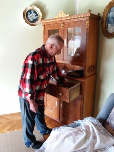 Mikro Đelagić pokazuje ručni rad