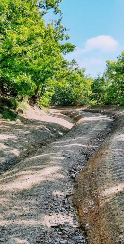 Put s vododerinama u obliku kače, Ivančica iznad Belca