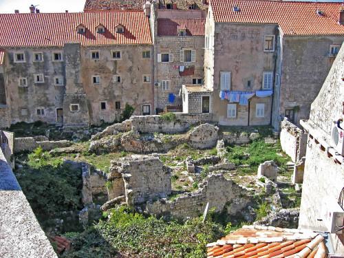15th International Ethnological Food Research Conference: Mediteranean Food and It's Influence Abroad, Dubrovnik, 27. rujan - 3. listopad 2004.: Pogled na staru gradsku jezgru - razrušeni temelji