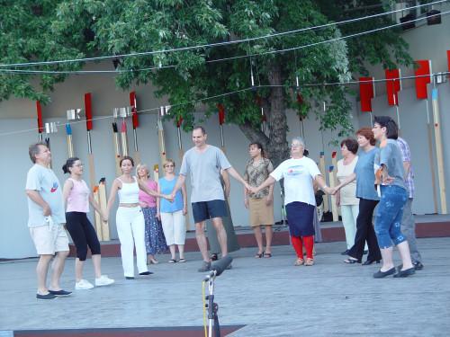 37. Međunarodna smotra folklora. Zagreb, 16.-20. srpnja 2003. Skupina Makedonaca iz Zagreba tijekom probe na Gradecu.