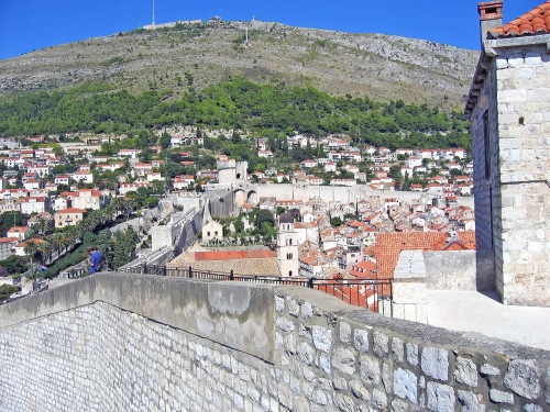 15th International Ethnological Food Research Conference: Mediteranean Food and It's Influence Abroad, Dubrovnik, 27. rujan - 3. listopad 2004.: Pogled na staru gradsku jezgru i Srđ