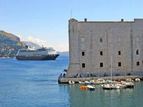 15th International Ethnological Food Research Conference: Mediteranean Food and It's Influence Abroad, Dubrovnik, 27. rujan - 3. listopad 2004.: Pogled na staru gradsku luku i brod