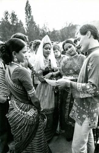 14. međunarodna smotra folklora u Zagrebu, 1979.: Grupa iz Bangladeša u Markuševcu.