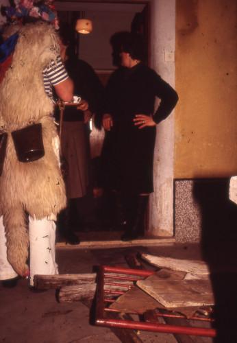 Poklade u Kastavštini., 1984.: zvončari, maškare, zvončarski ophod. Maja Bošković - Stulli sa zvončarima