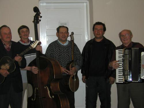 Glazba i ples nacionalnih manjina u Hrvatskoj:Svirači Rusini iz Petrovaca. Petrovci, 14. 3. 2003.