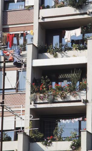 Alternativni urbanizam. Osmrtnice, travnjaci, balkoni, vrtovi. Zagreb.